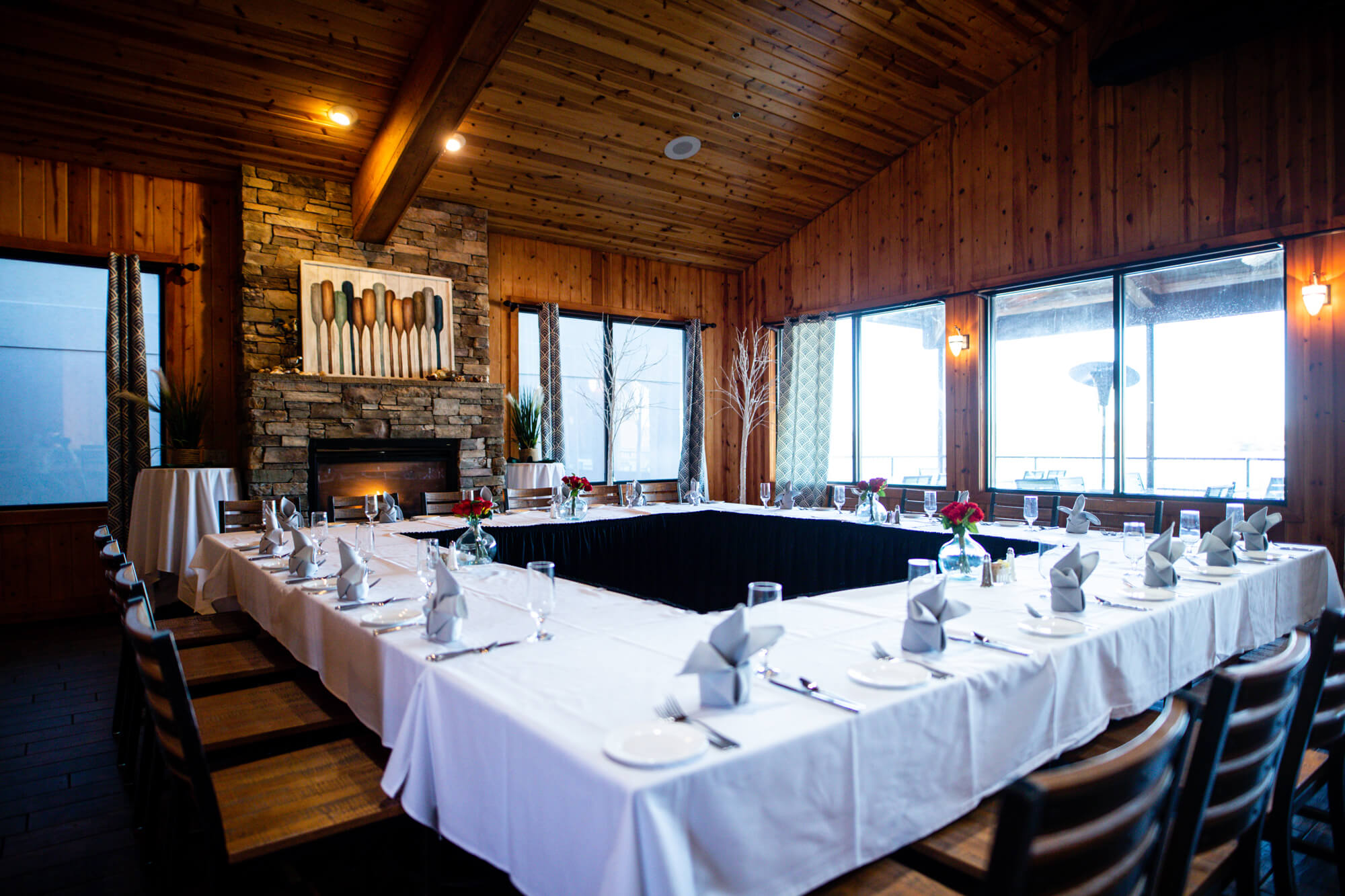 large group table in lodge at camden on the lake resort lake of the ozakrs