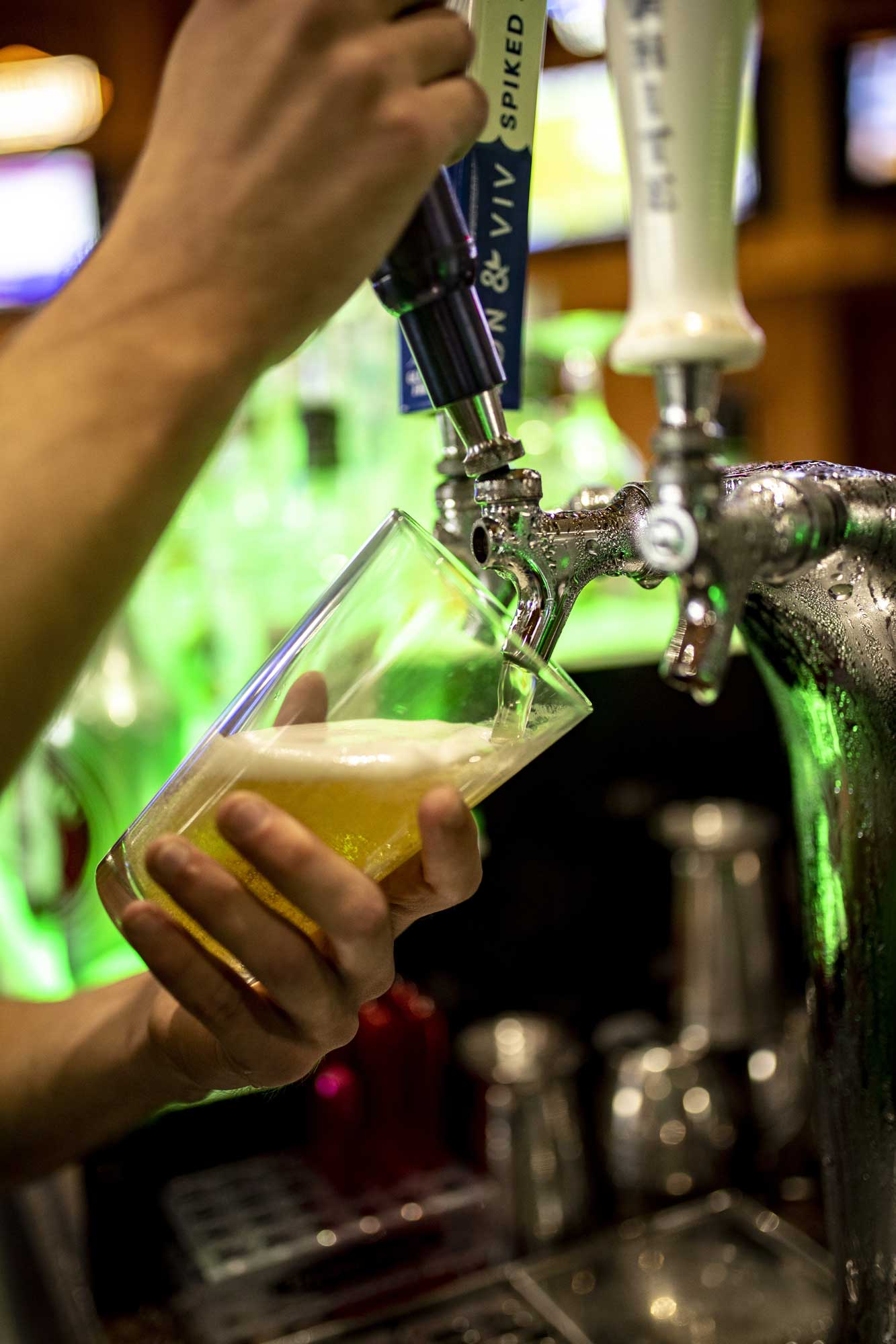 Beer pouring from tap at horny toads camden on the lake