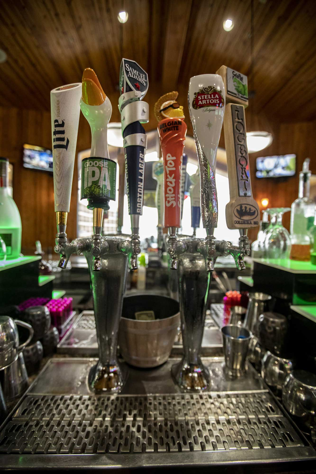 beer taps at the horny toad, camden on the lake resort
