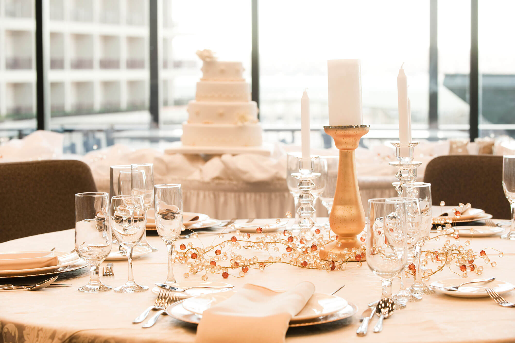 Wedding table at lake of the ozarks resort camden on the lake